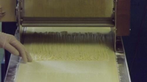 製麺工場で麺を製造するお仕事です