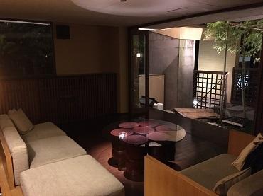 雰囲気たっぷりの京風の居酒屋でのホールやキッチンのお仕事