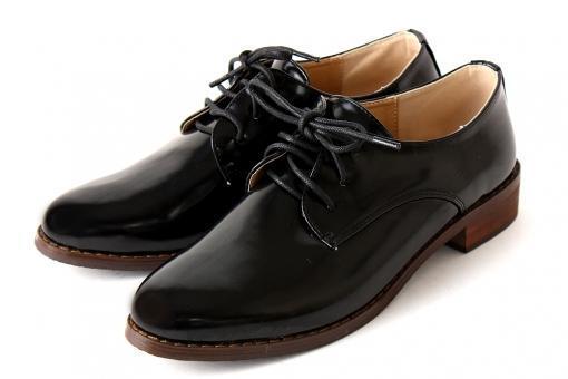 東京での靴の販売のお仕事になります!!