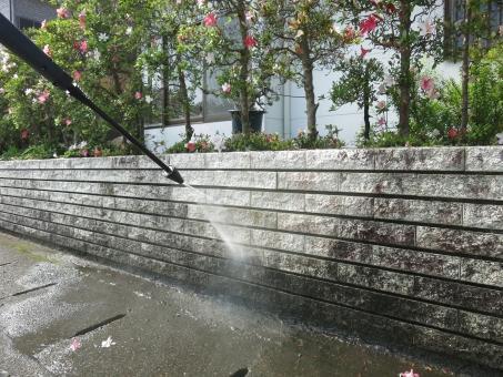 神奈川県にあるビルや住宅の外壁洗浄のお仕事です!!