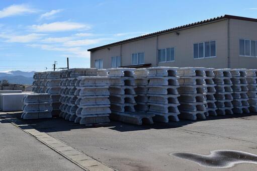 栃木県にあるコンクリート製品の工場でのお仕事になります!!