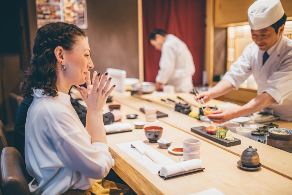 寿司の調理・デリバリー